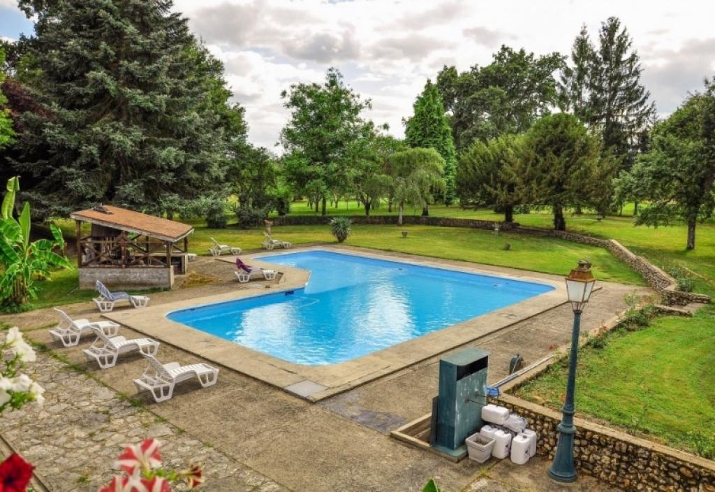 Infinity capital vente maison t7 et plus chatillon coligny for Prix piscine chatillon